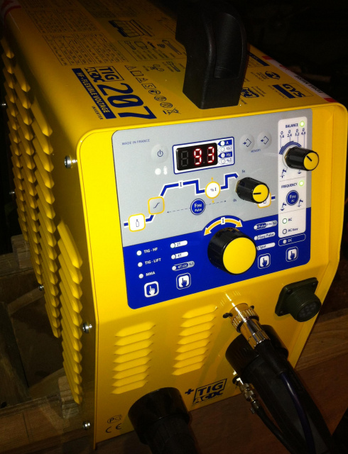 Light weight dual voltage 110 - 240v TIG welding machine