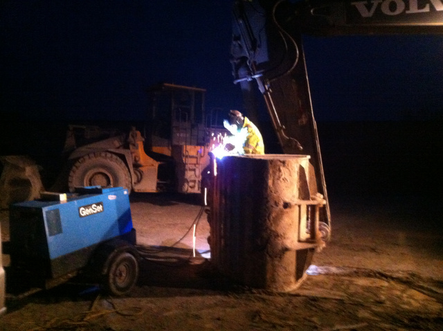 Mobile onsite excavator bucket repair in a lime quarry near Ely